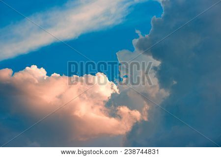 Evening Dramatic Clouds And Blue Sky The Dramatic And Fantasy Pink Clouds
