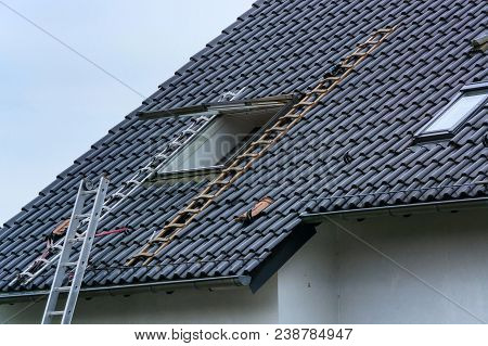 Roofing, Installation Or Repair Of A Roof Window On A Pitched Roof