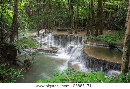 Huai Mae Khamin Waterfall (sixth Floor), Tropical Rainforest At Srinakarin Dam, Kanchanaburi, Thaila