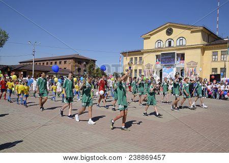 Slavyansk-on-kuban, Russia - May 1, 2018: Young Sportsmen Of City Sports Schools. Celebrating The Fi