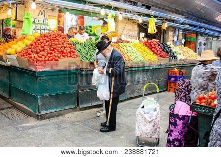Jerusalem Israel May 02, 2018 Unknowns People Shopping At The Mahane Yehuda Market In Jerusalem On T