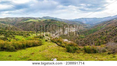 Landscape Photo Of Mountain During Daytime. Saja-besaya.