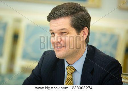 Petro Poroshenko And Wess Mitchell
