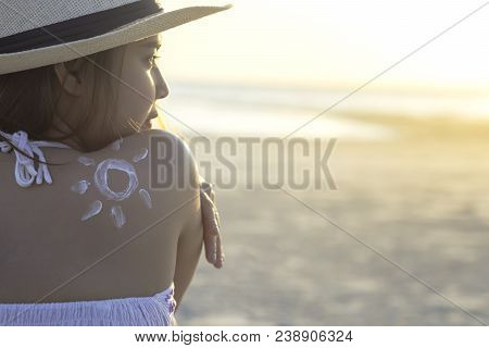 Attractive Young Woman Traveler Using Skincare Sunblock Cream For Sun Protection On Summer Tropical