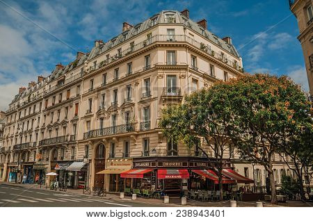 Paris, Northern France - July 12, 2017. Street With Bakery On A Corner In A Typical Parisian Old Bui