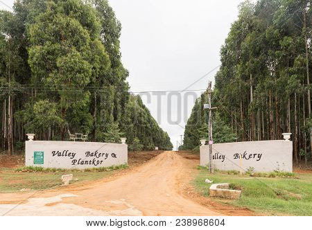 Monks Cowl, South Africa - March 18, 2018: The Entrance To The Valley Bakery And Plantkor Near Monks