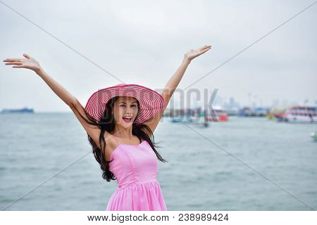 Travel Concepts. Beautiful Girl Relaxing On The Beach. Beautiful Girl Is Happy To Come To The Beach.