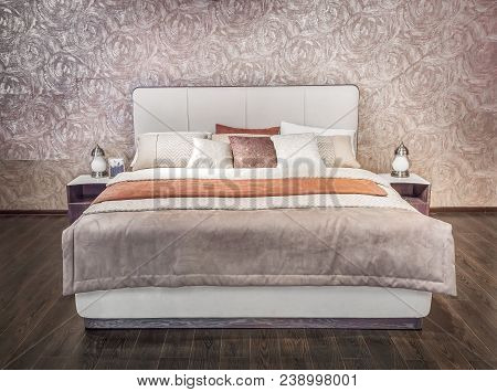 Luxury Gray Beige Modern Bed Furniture With Patterned Bed With Leather Upholstery Headboard . Soft B