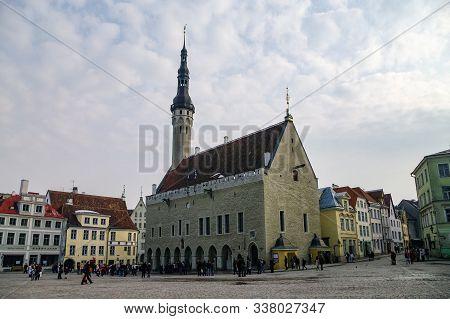 Tallinn, Estonia - March 27, 2010:  Tallinn Town Hall And Raekoja Square In The Morning, Tallinn, Es