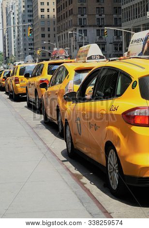 New York City, Ny, Usa - June 29, 2014. Line Of Taxis. Yellow Cabs Line The Street Waiting For Passe