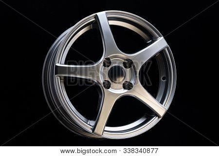 Car Alloy Wheel, Matt Blac Color, Sport Design And Ligh Weight, Close Up