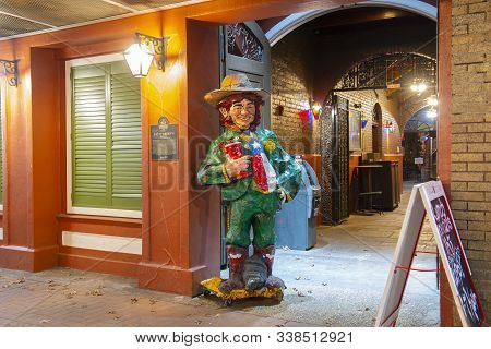 San Antonio, Tx, Usa - Dec. 11, 2018: Figure At Pat O`brien`s Restaurant On Alamo Plaza At Night, Sa