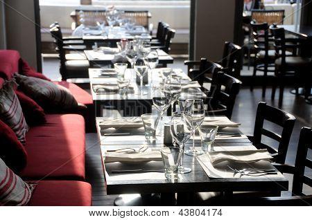 Empty tables in a 5 stars restauran