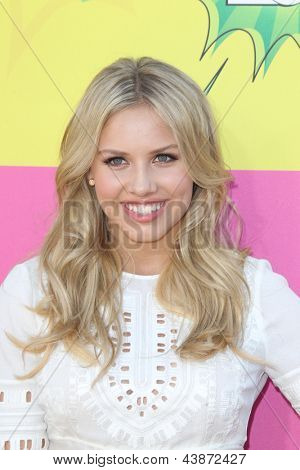 LOS ANGELES - MAR 23:  Gracie Dzienny arrives at Nickelodeon's 26th Annual Kids' Choice Awards at the USC Galen Center on March 23, 2013 in Los Angeles, CA
