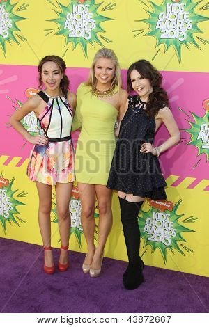LOS ANGELES - MAR 23:  Savannah Jayde, Kelli Goss, Erin Sanders arrive at Nickelodeon's 26th Annual Kids' Choice Awards at the USC Galen Center on March 23, 2013 in Los Angeles, CA