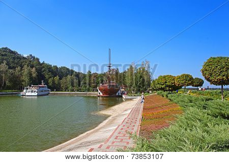 Pleasure Boat And Wooden Galleon Ship-restaurant In Mezhyhirya