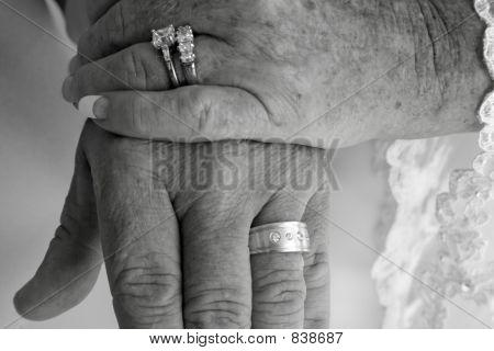 B&W wedding ring hands