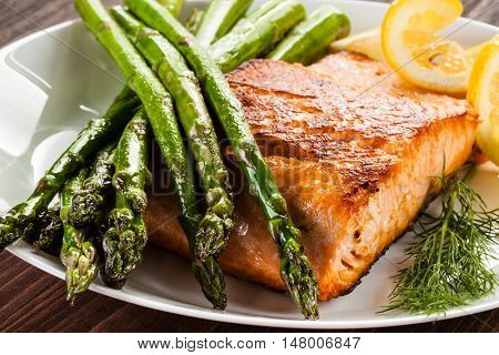 Grilled salmon and asparagus