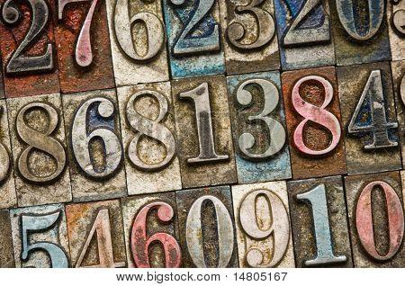 Eine zufällige Auswahl von Vintage und bunten Buchdruck Zahlen als Hintergrund