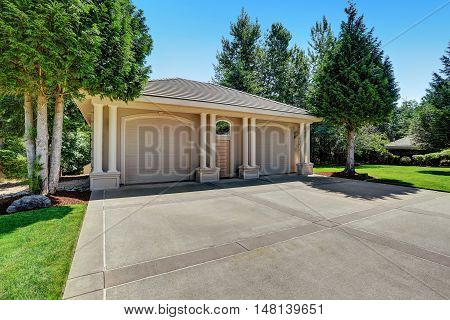 Detached Double Doors Garage With Columns