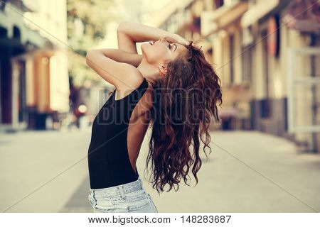 Potrait of beautiful young woman with beautiful curly hair
