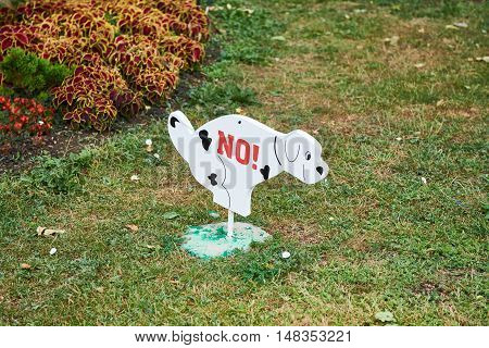Sign Prohibiting Dog Walking On Lawn