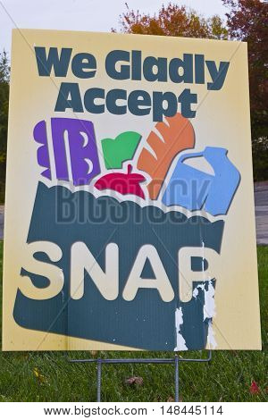 Indianapolis - Circa November 2013: A Sign at a Retailer - We Gladly Accept SNAP I