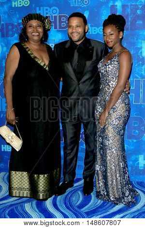 LOS ANGELES - SEP 18:  mom, Anthony Anderson, daughter at the 2016  HBO Emmy After Party at the Pacific Design Center on September 18, 2016 in West Hollywood, CA