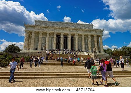 Tourists Near The Lincoln Memorial In Washington Dc Usa
