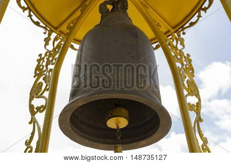 temple, bell, india, rishikesh, hindu, bells, religion, yoga, background, old, milestone, travel, architecture, metal, traditional, asia, indian, spirituality, bronze, shrine, design, god, buddhist, tera, manzil, decoration, symbol, light, fun, backdrop,