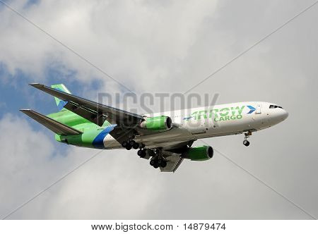 Arrow Air Cargo Jet Landing