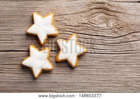 star christmas cookies gingerbread on wooden background