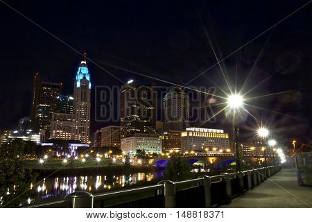 Columbus, Ohio looking toward the Broad Street Bridge