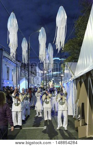 MOSCOW - SEP 5, 2015: Participants and scenery of festival on day of city in 2015, evening