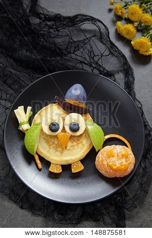 Owl pancakes for kids breakfast on Halloween
