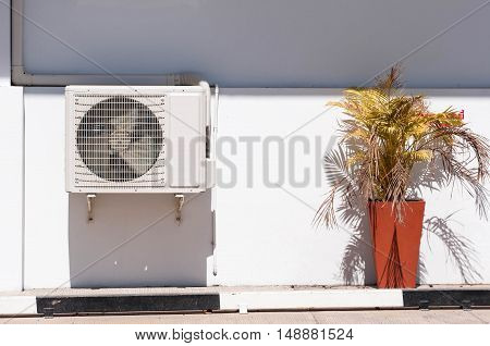 Air conditioning compressor durable under the sunlight