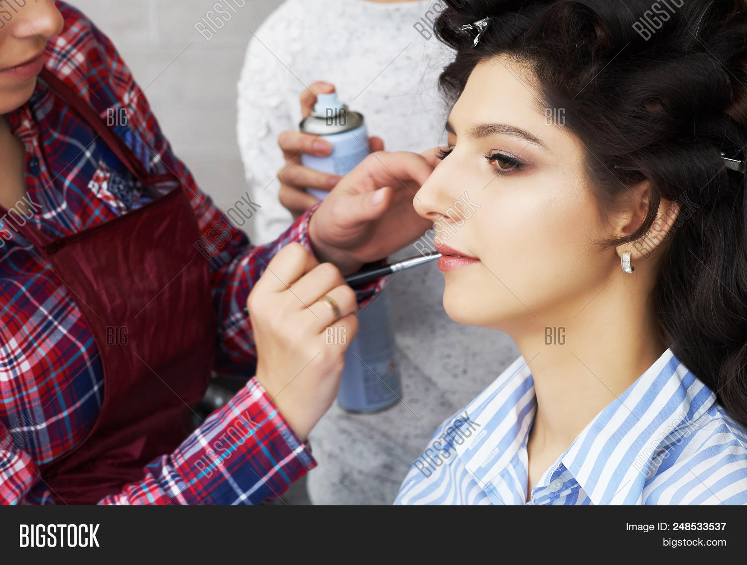 8f54c2fd3ae Makeup Artist Applies Mascara To The Eyelashes Of The Model Girl . Beautiful  Woman Face.