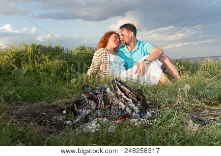 Couple On A Picnic. Picnic For Couple Before Rain. Happy Couple In Love At A Picnic With Bonfire. Yo