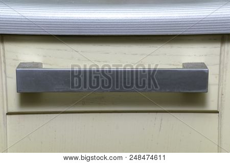 Sturdy Silvery Kitchen Drawer Handle Under The Curved Striped Countertop