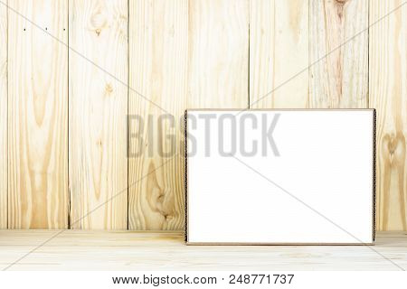 Blank Brown Box Or Mock Up Box On Wooden Table.zoom In