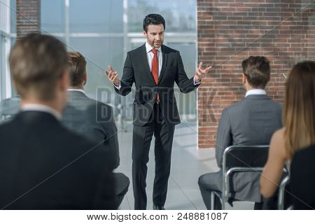 businessman holds a briefing for the business team