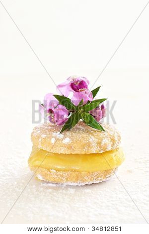 Butter Biscuit With Lemon Curd