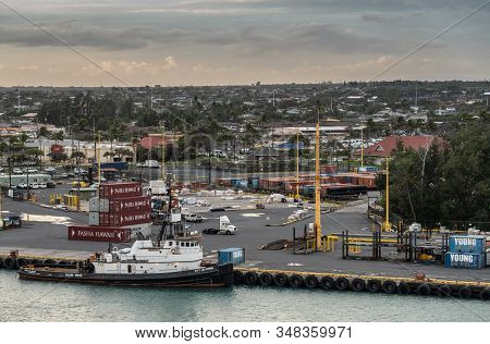 Kahului, Maui,, Hawaii, Usa. - January 13, 2020: Sause Bros Tugboat Docked At Container. Yard Under