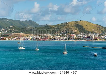 Philipsburg, St. Maarten - December 17, 2018: Yacht In A Bay In Front Of The Sandy Beach Seen From T