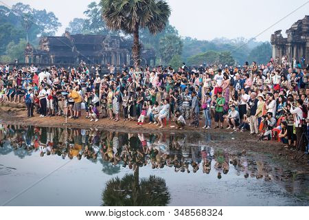 Krong Siem Reap, Cambodia - 6 April 2013: Crowds Of Tourists Along The Lake With Reflection Of Ankor