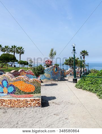 Miraflores, Lima, Peru - May 10, 2016: Beautiful Mosaic Walls And The Statue The Kiss By Victor Delf