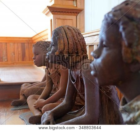 Edgard, Louisiana, U.s.a - February 2, 2020 - The Statues Of The African American Girls Inside The C
