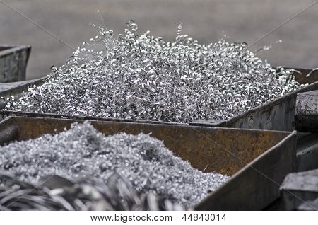 Aluminum swarfs in container