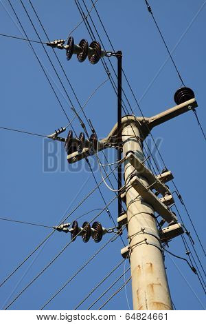 Electricity mast with many cabels