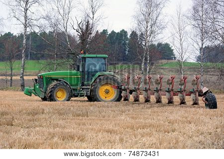 John Deere 8100 Agricultural Tractor And Kverneland Pb100 Plough